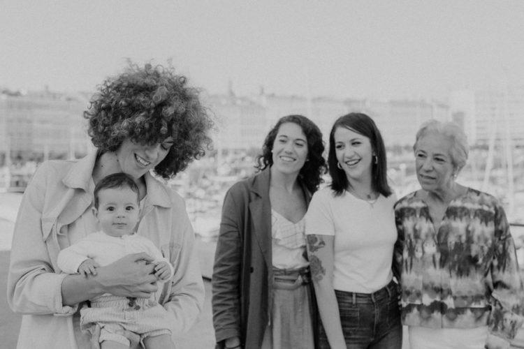 sesion lifestyle en a coruña sesion de familia natural las chicas de la familia
